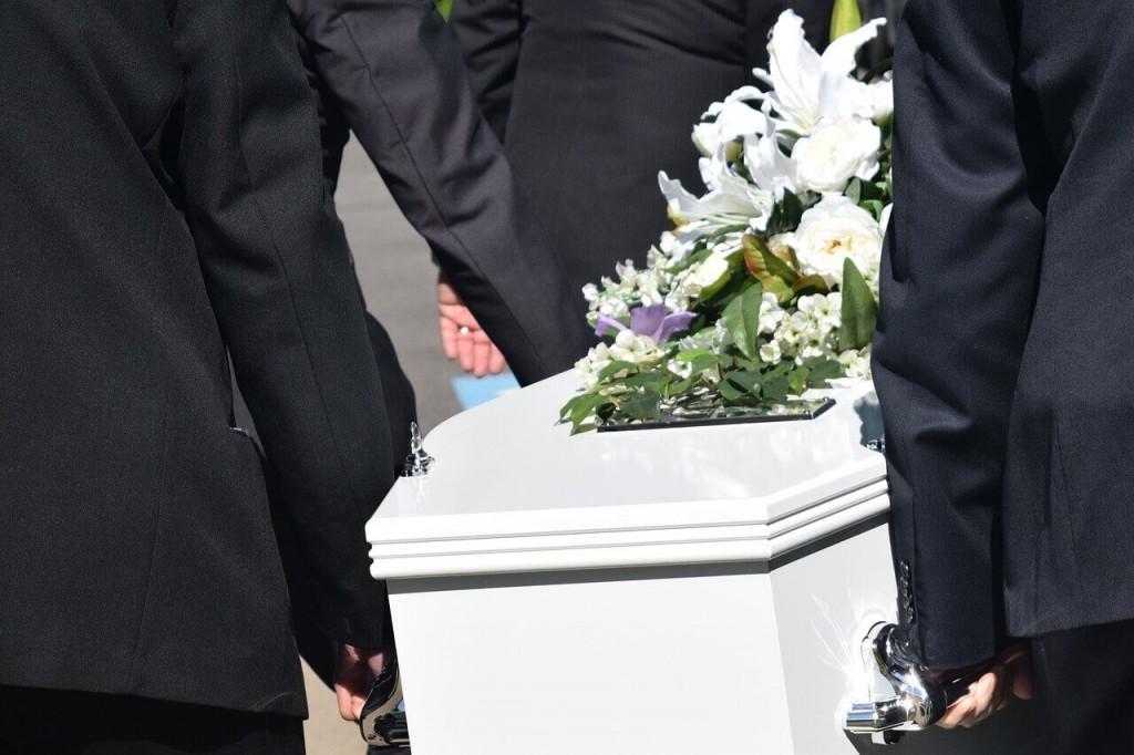 Co z pogrzebem?